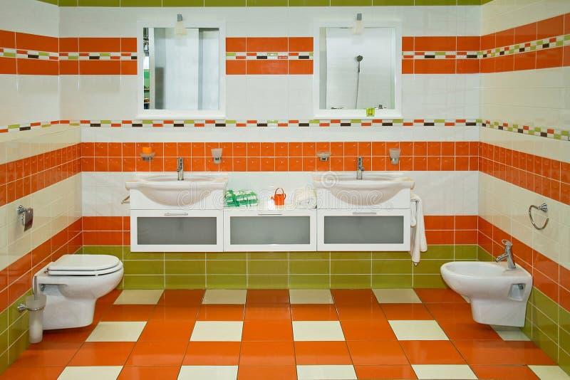 Banheiro alaranjado foto de stock royalty free