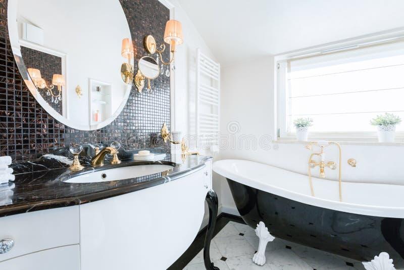 Banheiro barroco do estilo imagem de stock