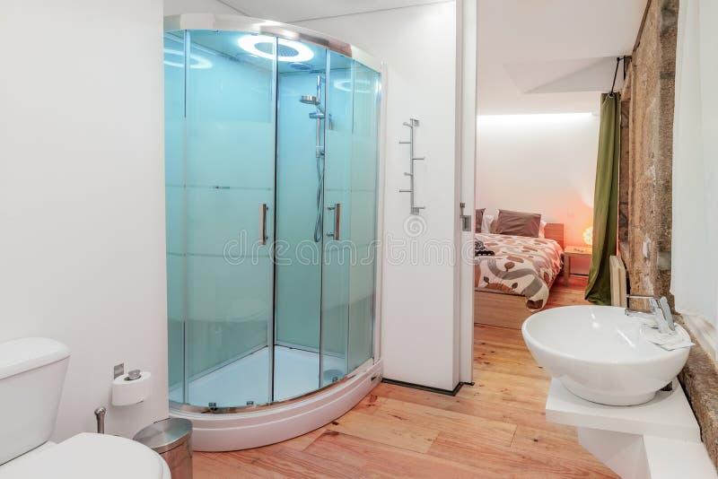 Banheiro brilhante imagem de stock