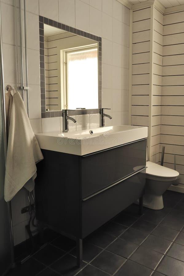 Banheiro contemporâneo imagem de stock royalty free