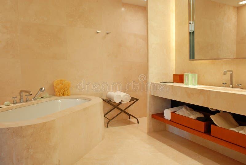 Banheiro contemporâneo do hotel imagem de stock royalty free
