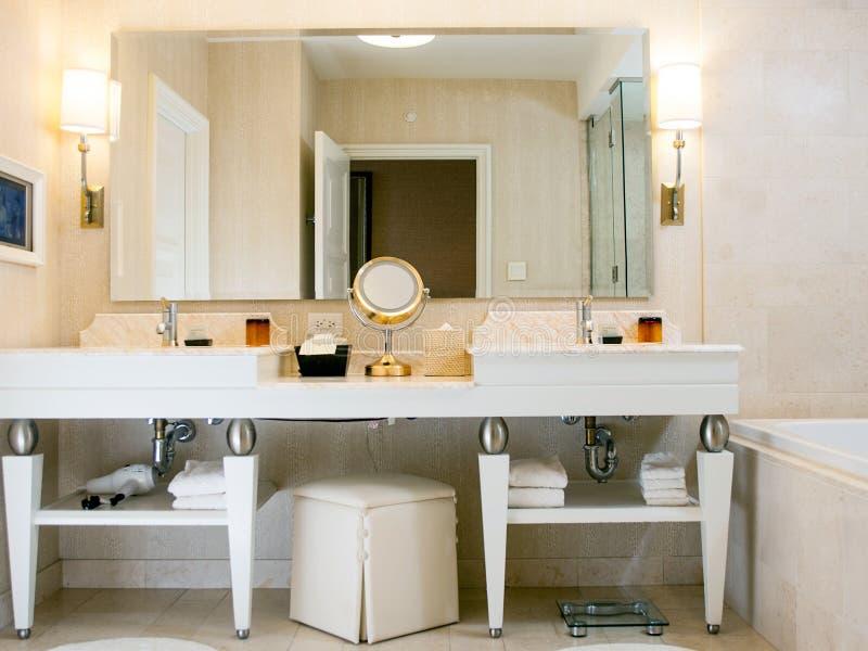 Banheiro da sala de hotel fotos de stock royalty free