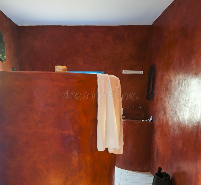 Banheiro de Tadelakt imagem de stock royalty free