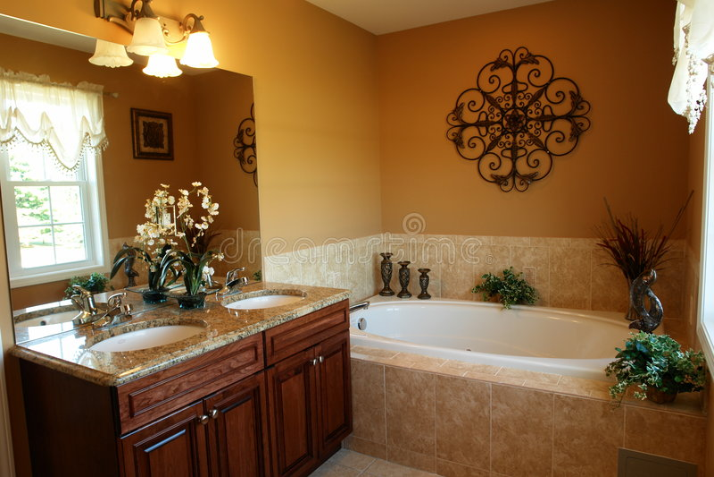 Banheiro luxuoso com Jacuzzi foto de stock
