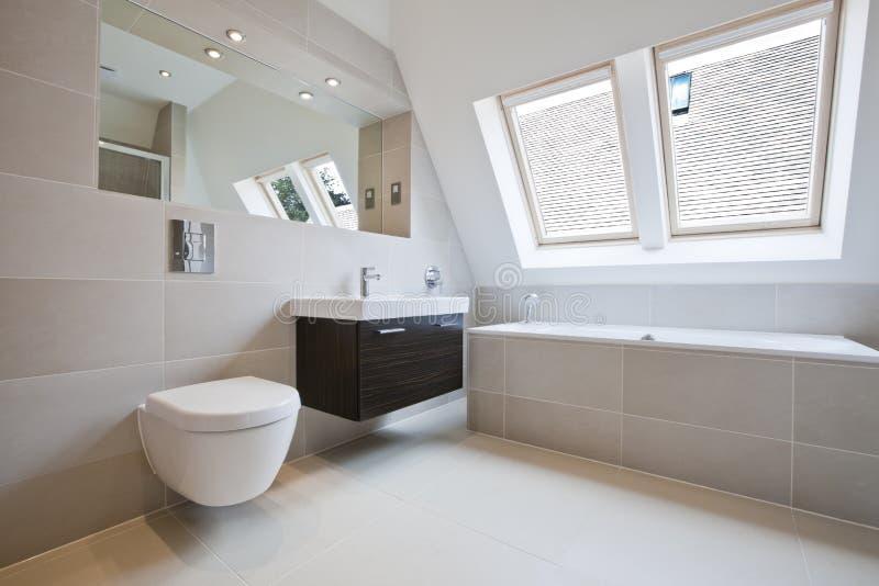 Banheiro luxuoso moderno fotografia de stock