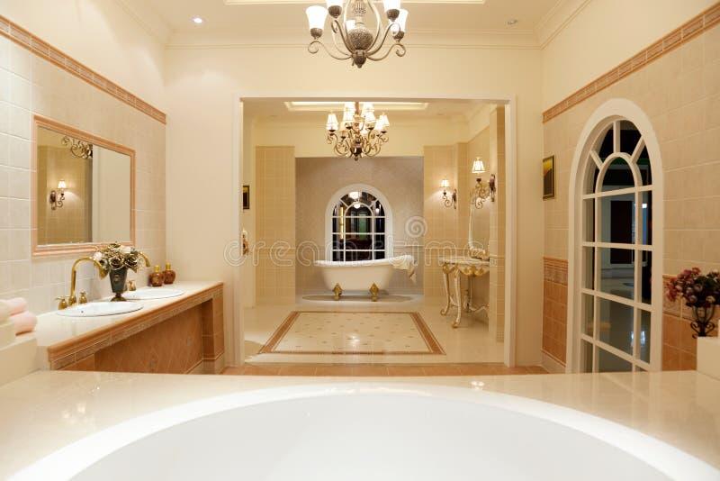 Banheiro mestre luxuoso foto de stock