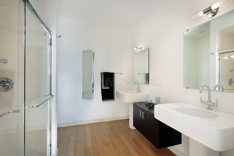 Banheiro mestre no condomínio imagem de stock royalty free