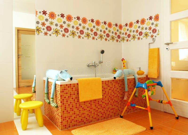 Banheiro moderno colorido para crianças fotos de stock royalty free