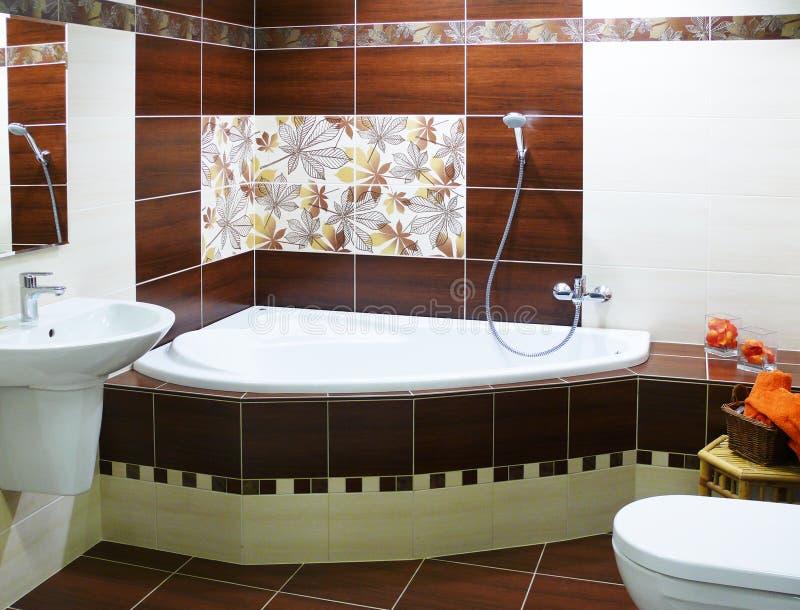 Banheiro moderno do desenhador fotografia de stock royalty free