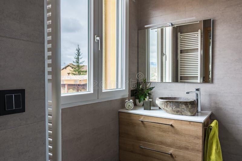 Banheiro moderno e contemporâneo fotografia de stock