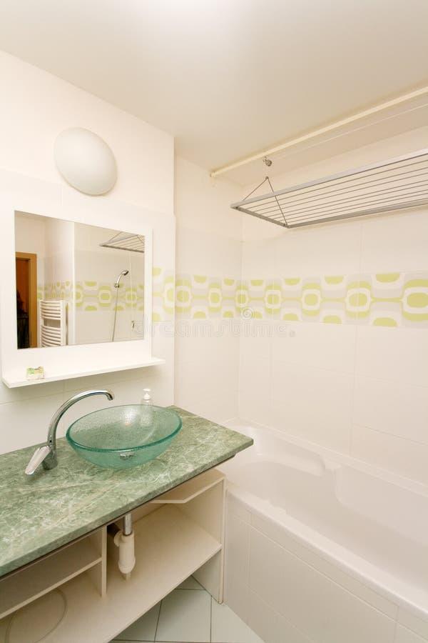 Banheiro moderno vazio imagem de stock