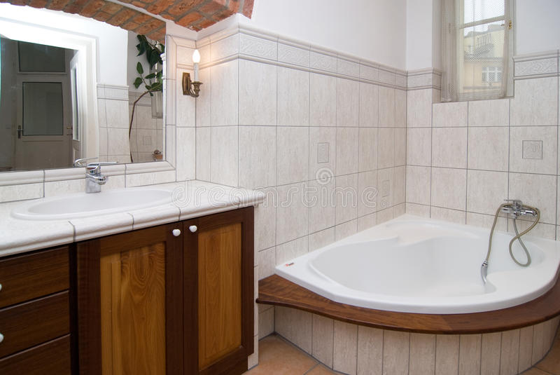 Banheiro moderno vazio foto de stock