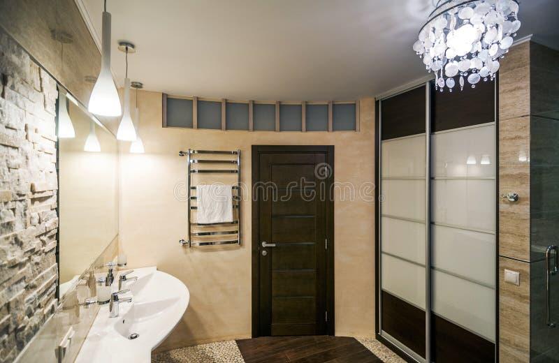 Banheiro na HOME luxuosa fotos de stock