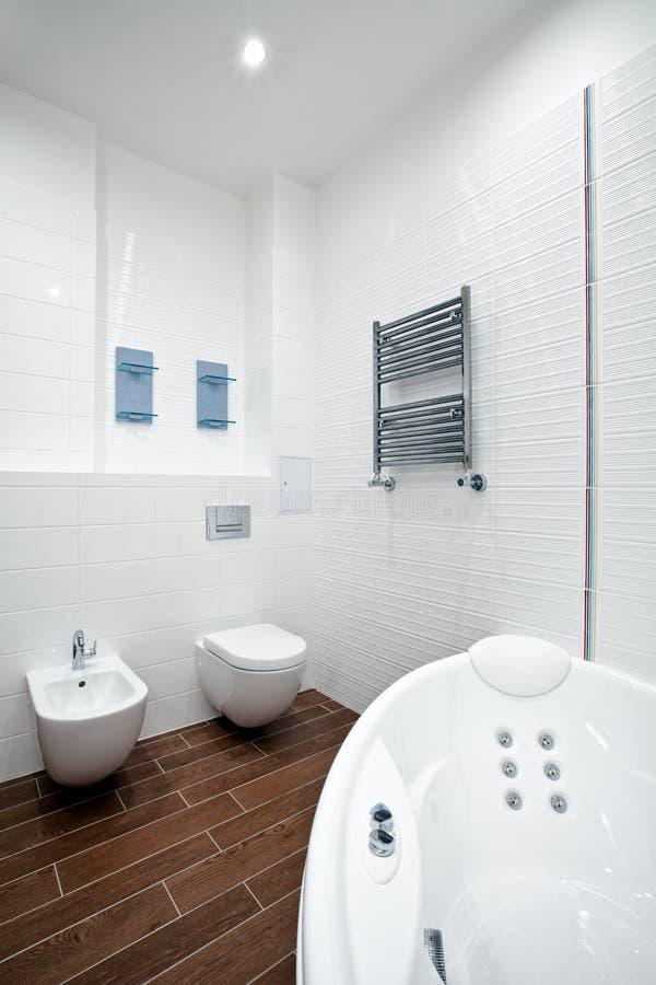 Banheiro novo imagem de stock