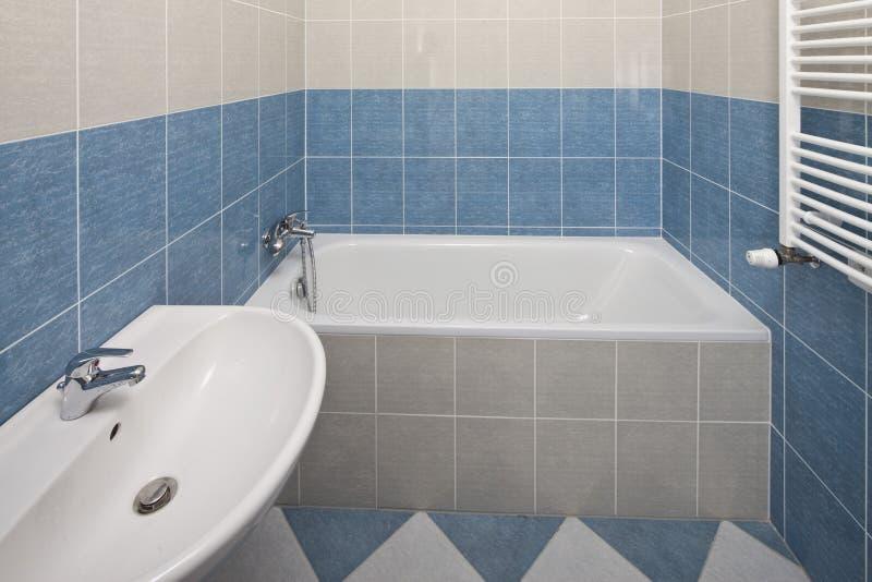 Banheiro novo fotografia de stock