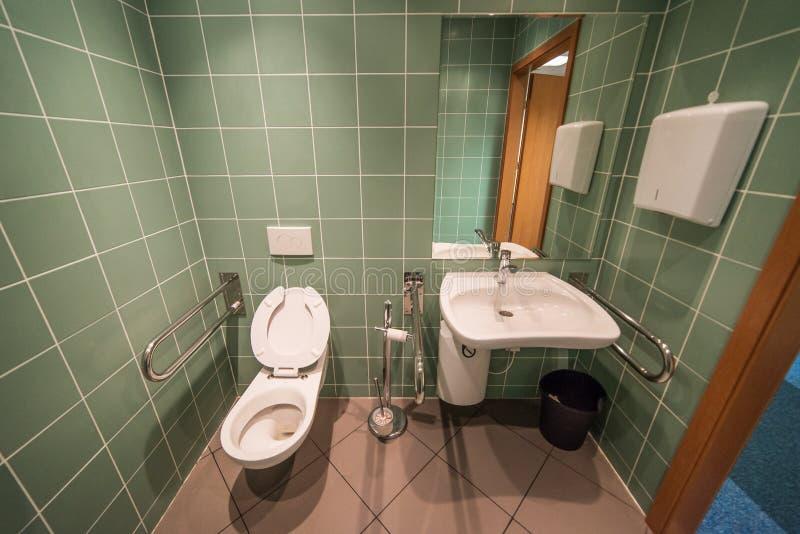 Banheiro para os enfermos fotos de stock