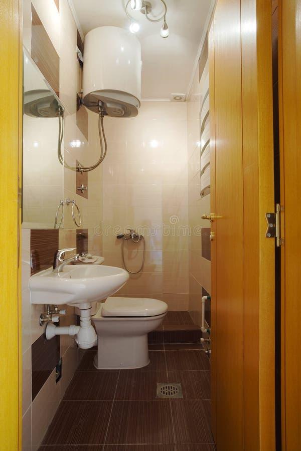 Banheiro pequeno fotografia de stock