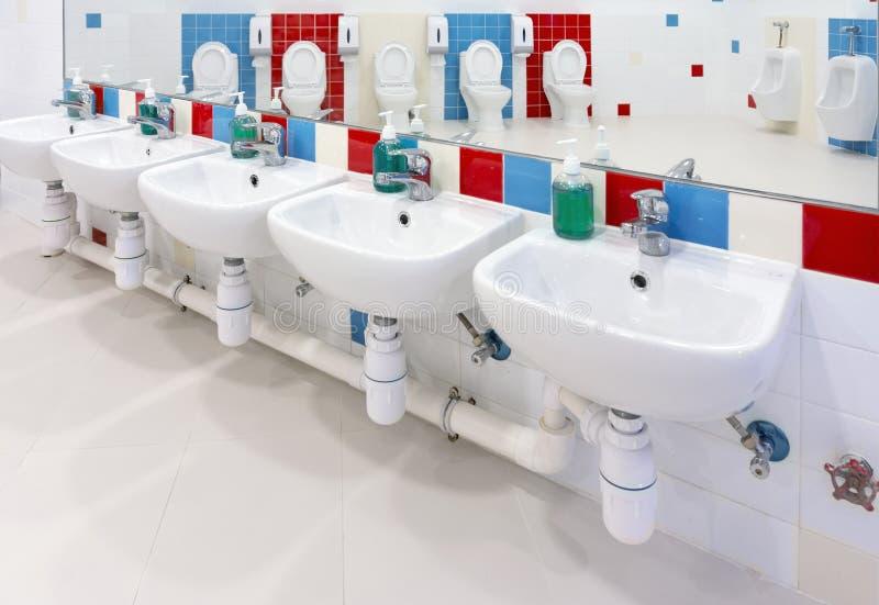 Banheiro pré-escolar imagens de stock royalty free