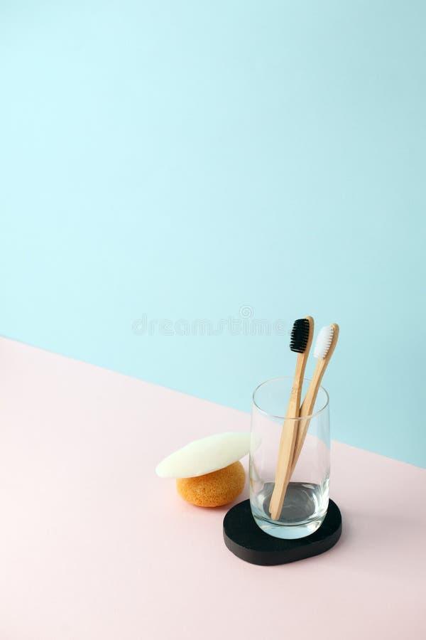 Banheiro waste zero Os produtos naturais limpam, Konjac, toalha de rosto, sab?o, secadora de roupa de vidro, escova de dentes em  fotos de stock
