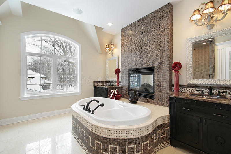 Banho mestre com a cuba de mármore da telha imagem de stock royalty free