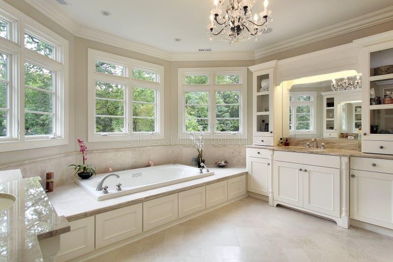 Banho mestre na HOME luxuosa imagens de stock