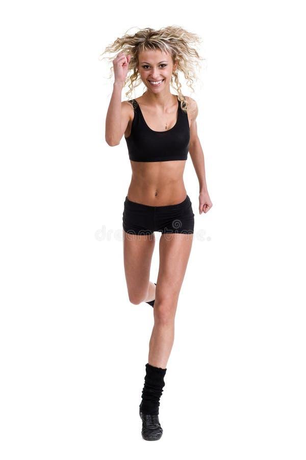 Banhoppningen för aerobicskonditionkvinna isolerade den oavkortade kroppen arkivbild