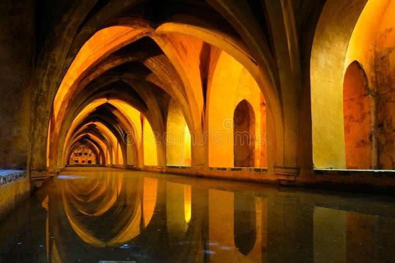 Banhos reais no Alcazar de Sevilha, Espanha foto de stock