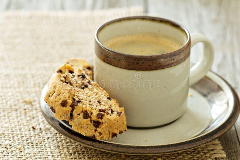Bania, dokrętki i czekoladowy biscotti, fotografia royalty free