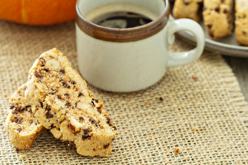 Bania, dokrętki i czekoladowy biscotti, fotografia stock