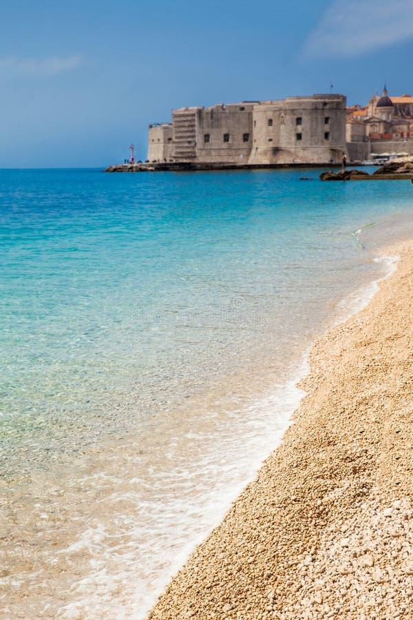 Banjestrand en Dubrovnik-stad royalty-vrije stock afbeeldingen