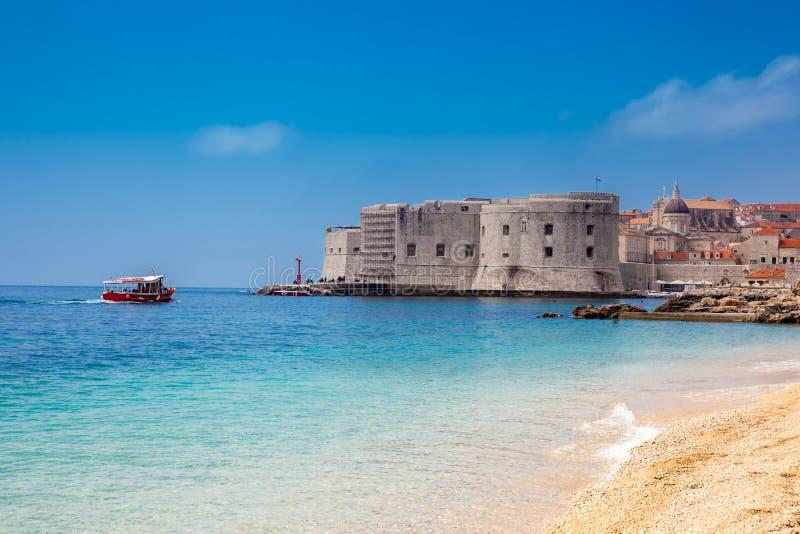 Banjestrand en Dubrovnik-stad royalty-vrije stock fotografie