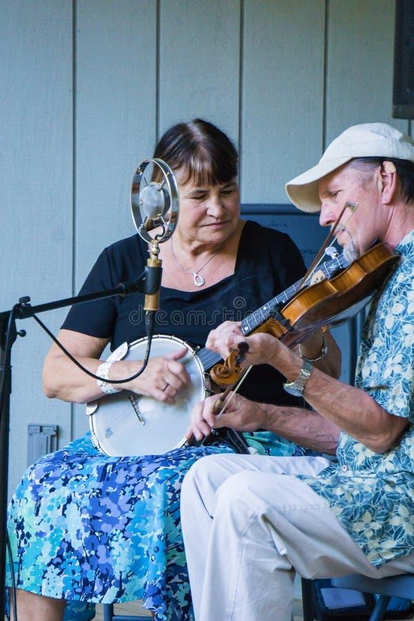 """Banjo e violino di funzionamento di corda del †indiano della banda """" immagini stock"""