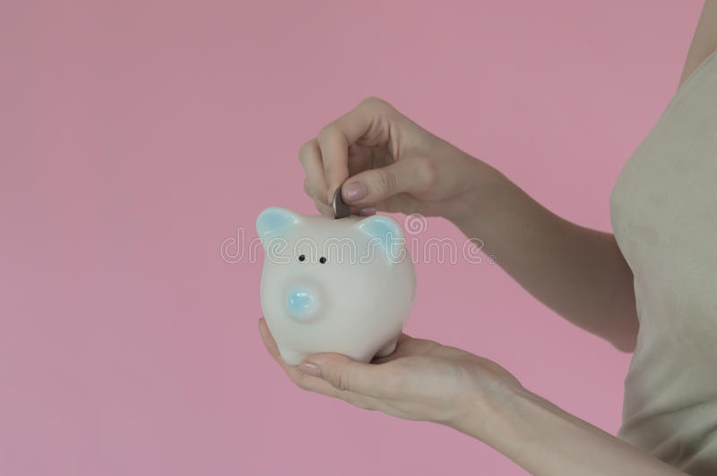bank świnki stawiać mennicza kobieta zdjęcie stock