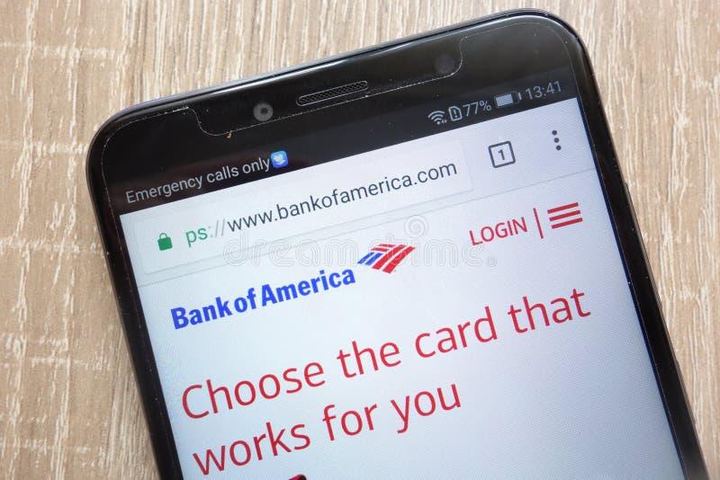 Bank Amerykański Corp strona internetowa wystawiająca na nowożytnym smartphone obraz stock