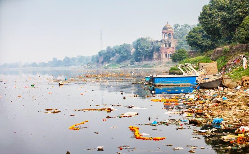 Bank av den Yamuna floden nära Taj Mahal india för agra fortport red royaltyfri bild