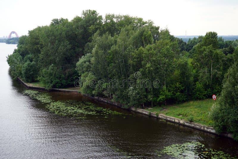 Bank av Moskvafloden arkivfoton