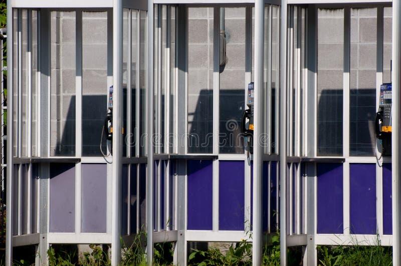 Bank av Phonebooths arkivbild
