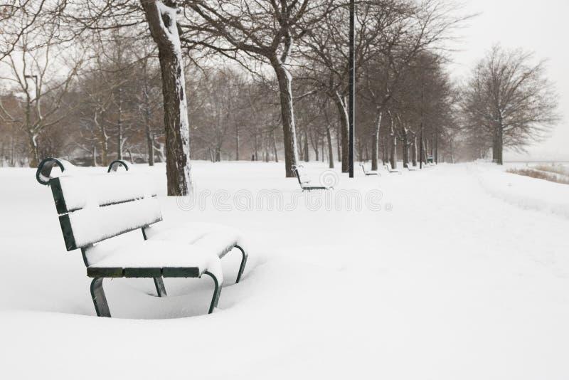 Bank in de sneeuw royalty-vrije stock foto