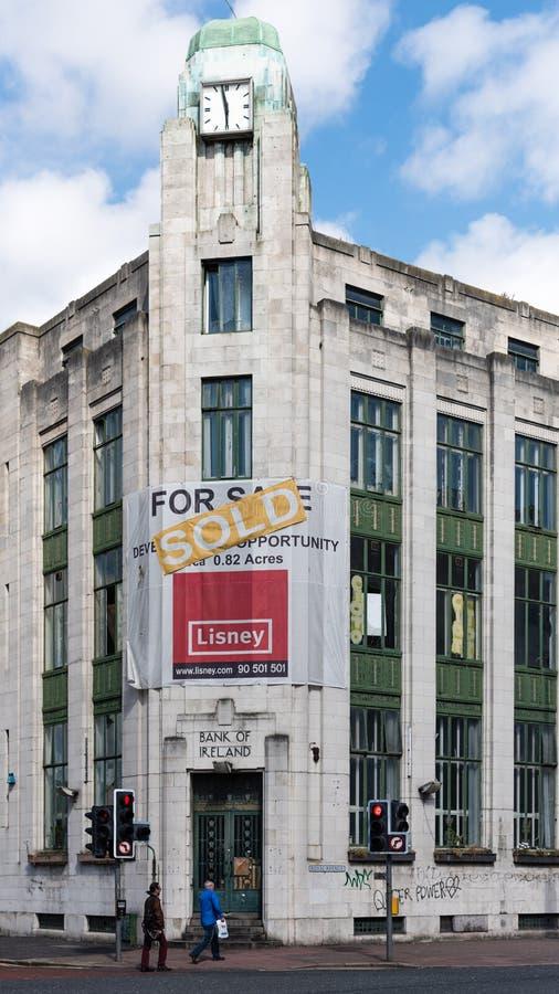 Bank of Ireland fechado e vendido Belfast cidade centro 15 de agosto de 2016 fotos de stock