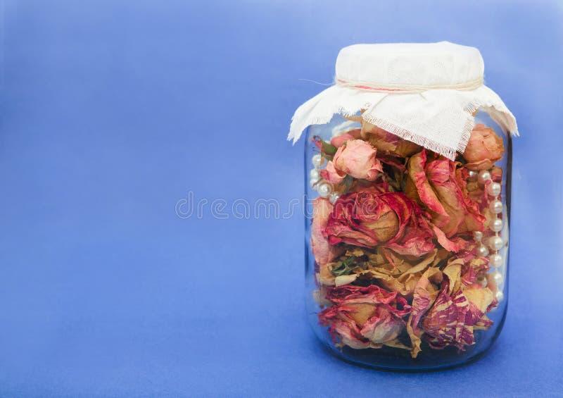 Bank med torkade blommor arkivfoto