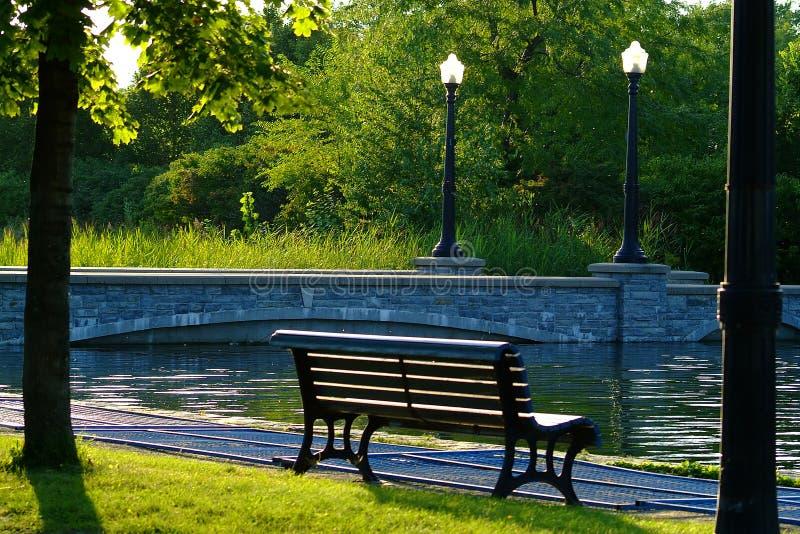 Download Bank op park stock foto. Afbeelding bestaande uit meren - 300882