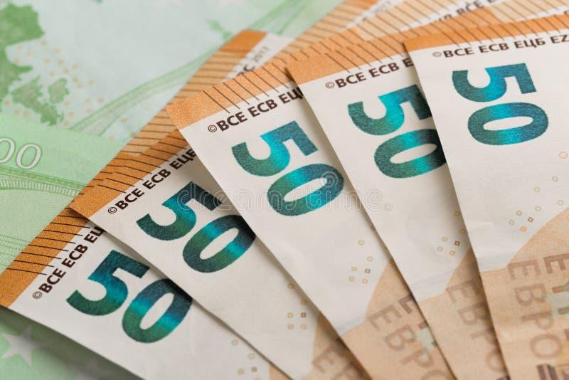 bank repet för anmärkningen för pengar för fokus hundra för euroeuros fem Pengar i ett kuvert Europengarsedlar royaltyfri foto
