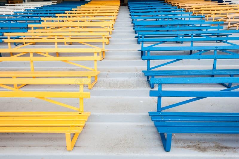 download bank stuhl farben allgemein stockbild bild von sthle schauplatz 32983319 - Stuhlfarben