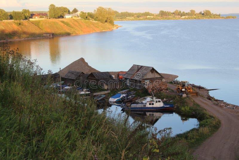 Bank Usva rzeka w Perm regionie z wyspami obraz stock