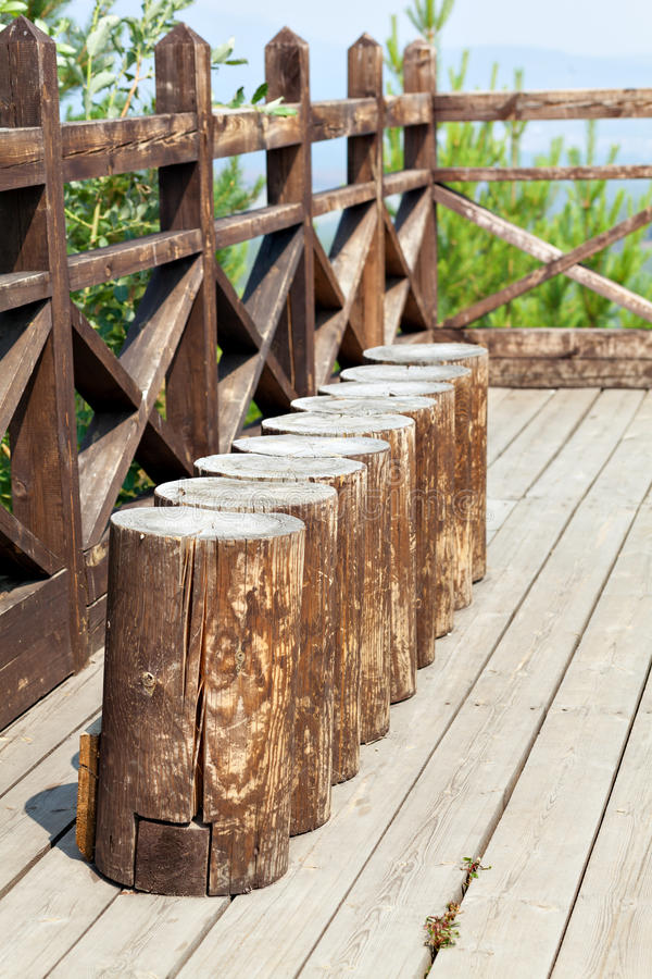 Bank van houten stompen wordt gemaakt die royalty-vrije stock foto