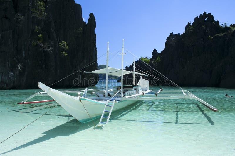 Banka azul Filipinas palawan da lagoa do nido do EL foto de stock