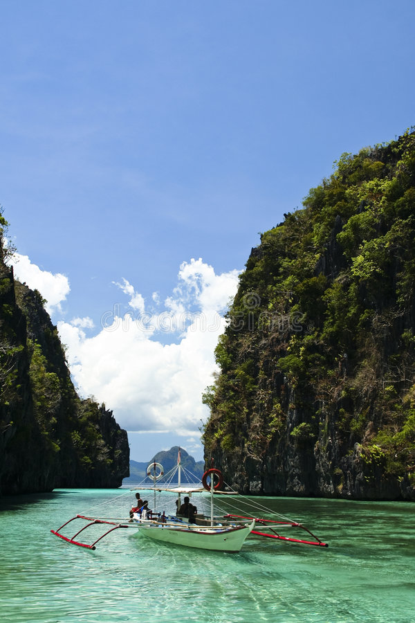 banka el石灰岩地区常见的地形盐水湖nido palawan菲律宾 库存图片