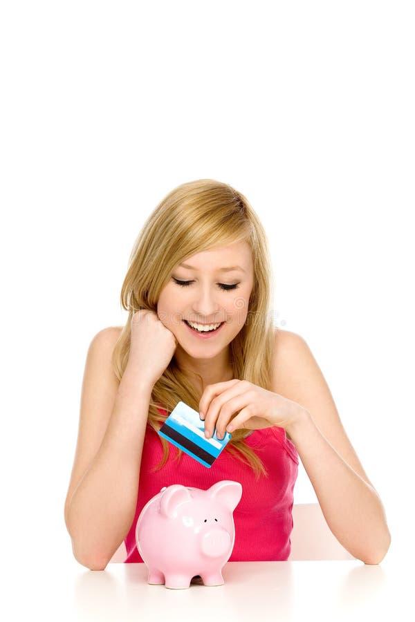 banka karty kredyta prosiątka kładzenia kobieta zdjęcia royalty free