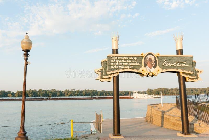 Banken van het teken Hannibal Missouri de V.S. van de Mississippi Mark Twain stock afbeeldingen