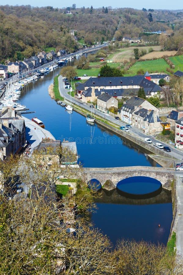 Banken van Rance River (Dinan-stad, Frankrijk) royalty-vrije stock afbeeldingen